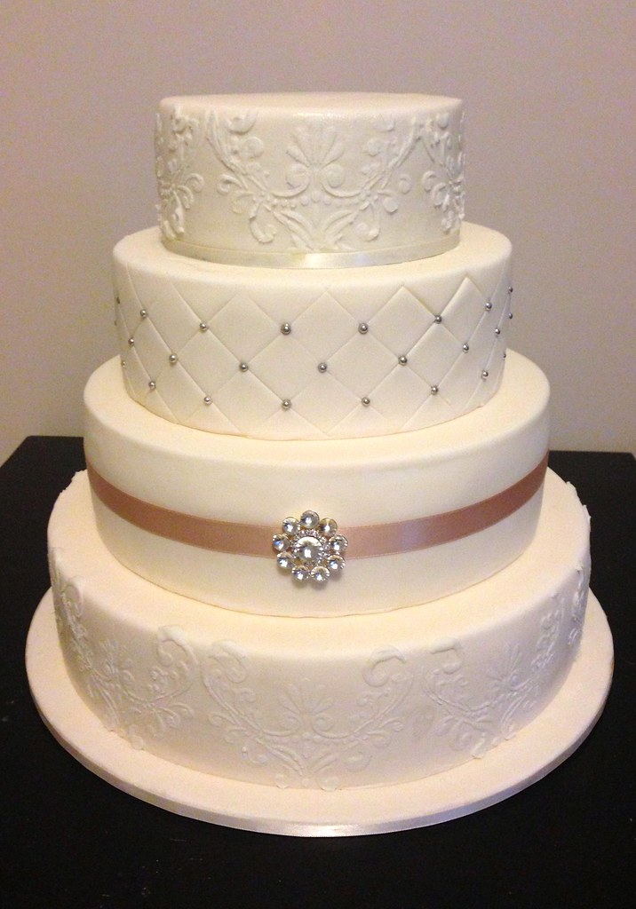 4 tier wedding cake images four tier wedding cake bottom three tiers are foam top 10399