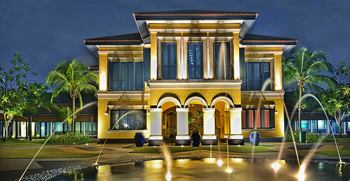 Istana Kampong Glam, is a former Malay Palace in Singapore | by williamcho
