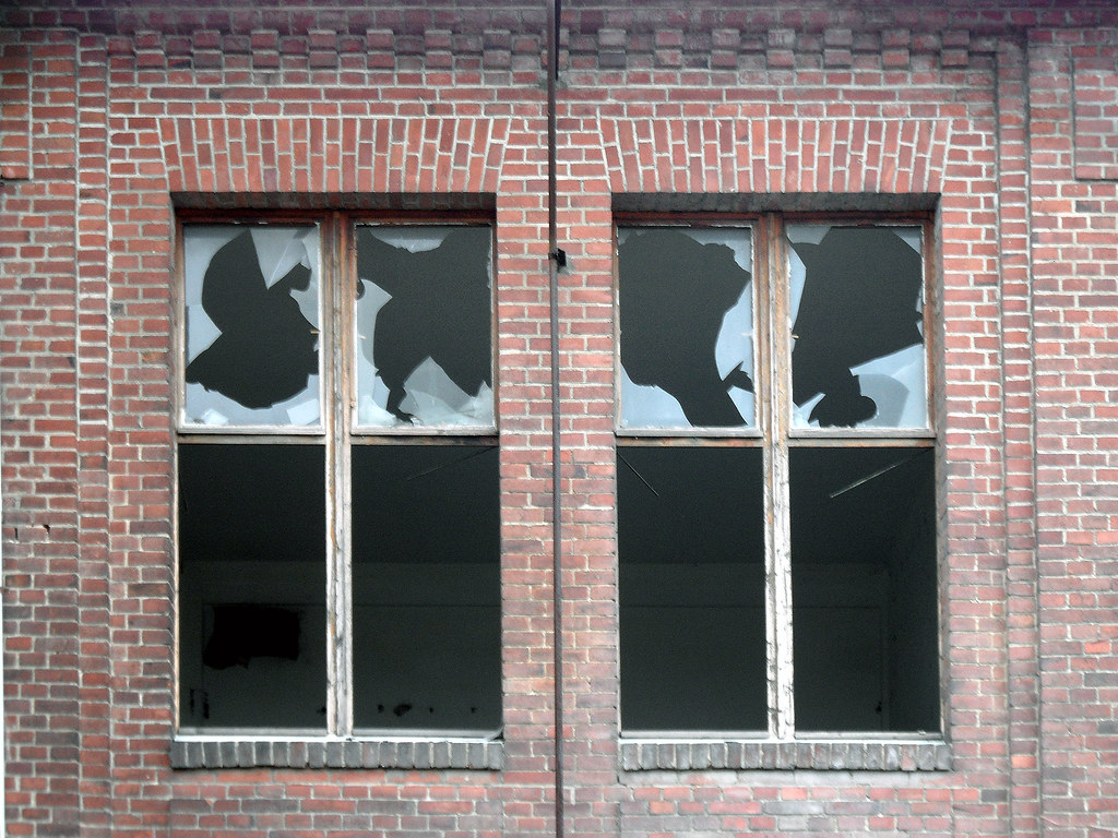 broken windows brunsb tteler damm 447 449 berlin spandau flickr. Black Bedroom Furniture Sets. Home Design Ideas