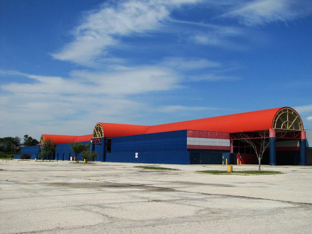 Hypermart Usa A Failed Experiment Of 270 000 Square Feet