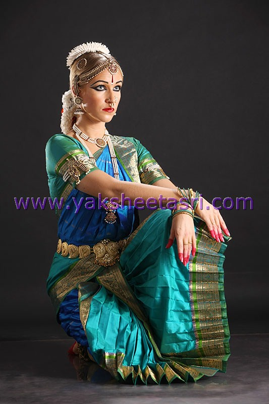 bharatanatyam hair style bharatanatyam make up www yaksheetasri the indian 8134 | 8184850382 48e14e9405 b