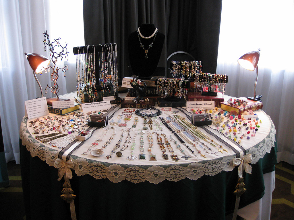 Craft show table display craft show table display round for Table top display ideas