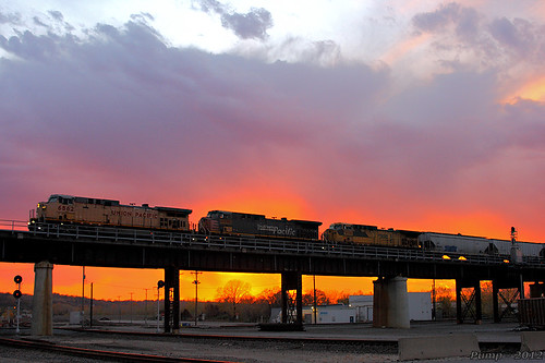 Eastbound UP Loaded Grain Train at Kansas City, MO | by Mo-Pump