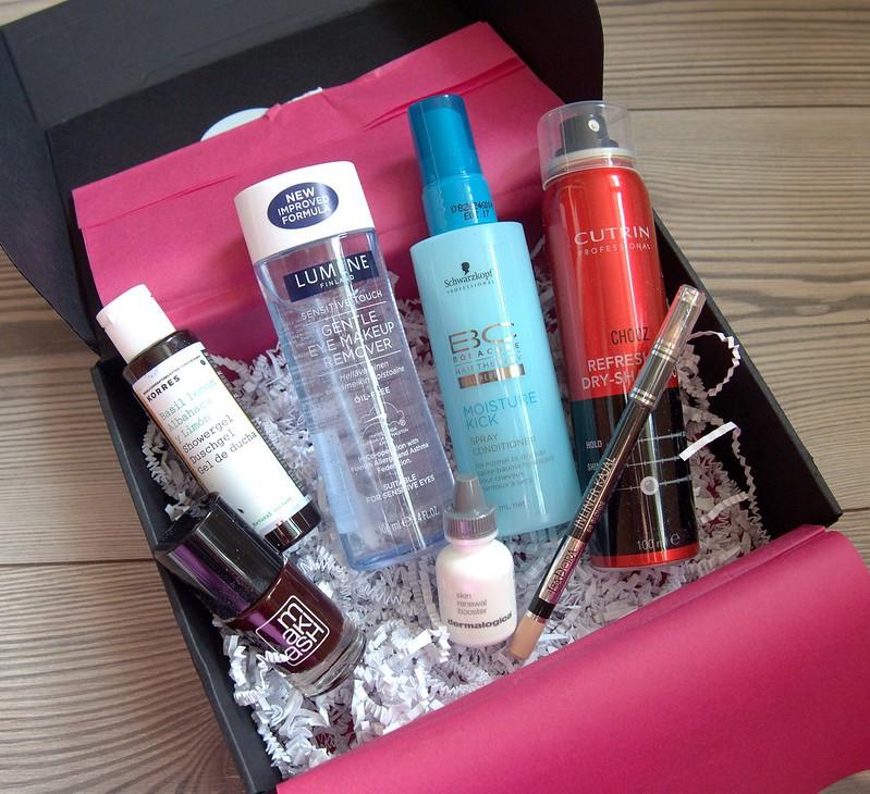 Kauneusboxi Syyskuun 2016 LivBox Ellos Makiash IsaDora