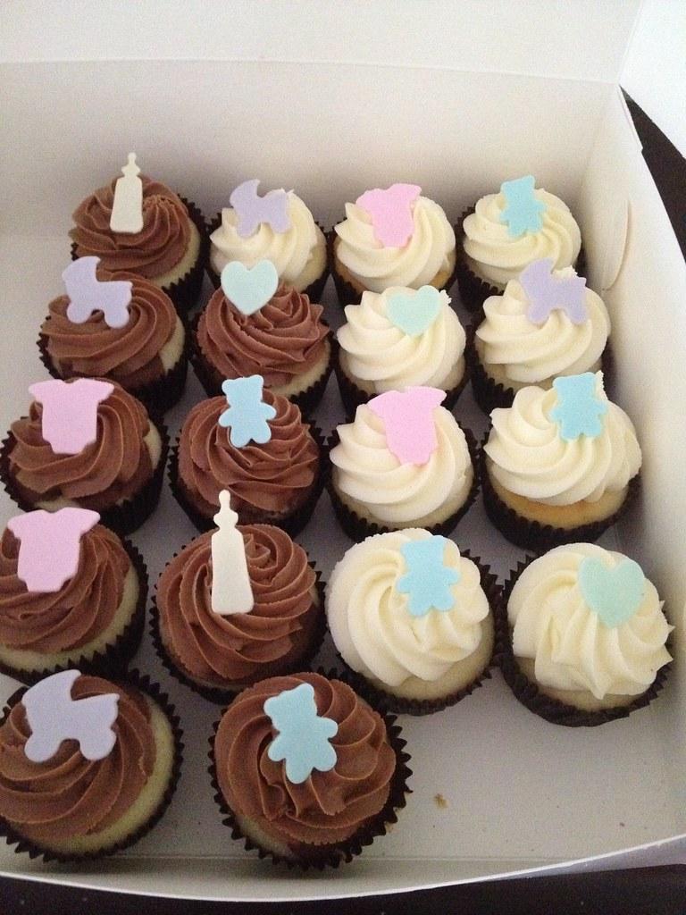Unisex Baby Shower cupcakes | Vanilla vanilla and choc ...  Unisex Baby Sho...