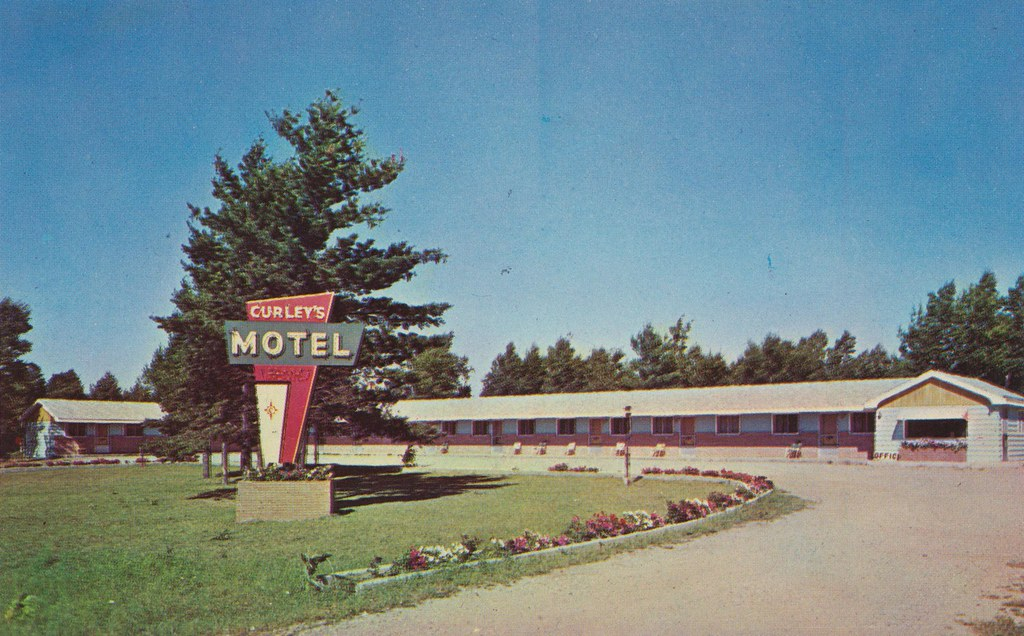 Curley's Motel and Modern Cottages - Paradise, Michigan