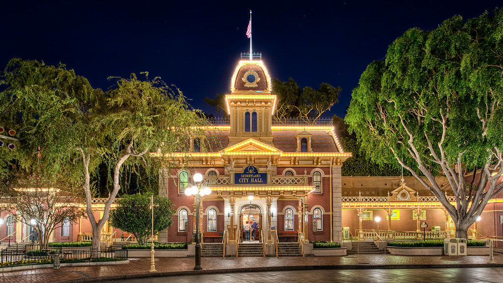 Disneyland City Hall Disneyland Has Officially Entered