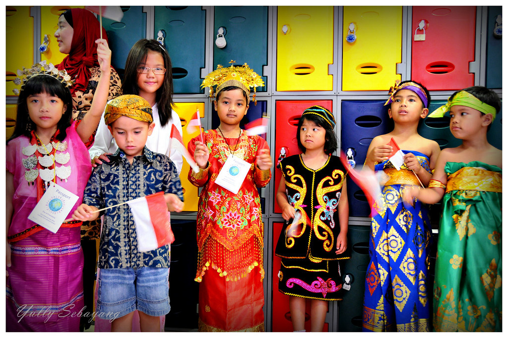 Indonesian children wearing traditional costumes  Celebrati…  Flickr
