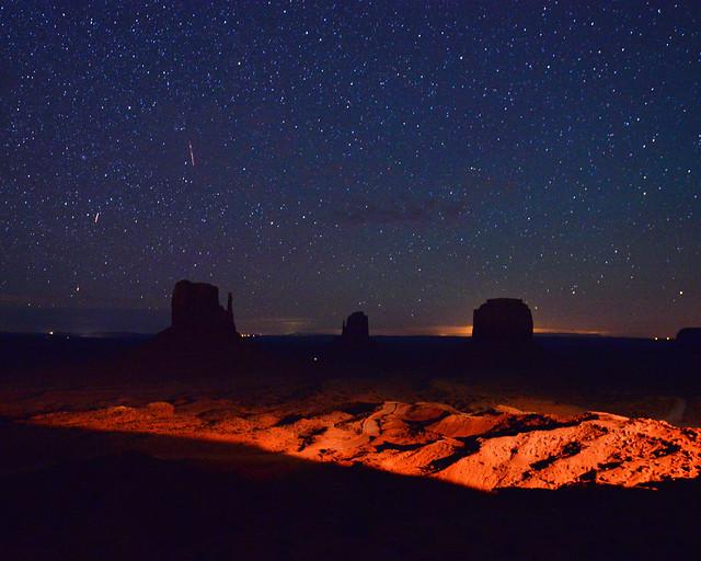 Monument Valley bajo las estrellas