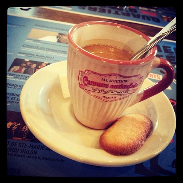 Belle Tasse A Cafe Comen Porcelaine