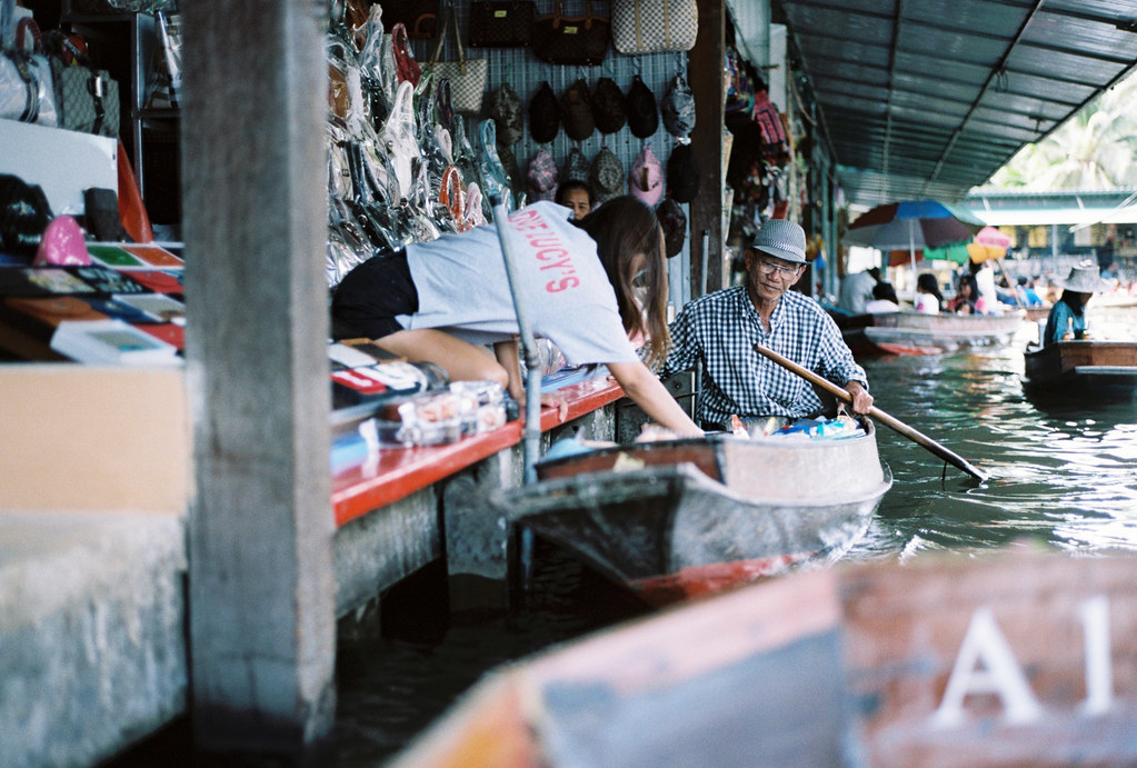 Floating market 20 6 52 bangkok thailand nico for Nico s fish market