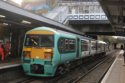 how to get to old trafford from london by train