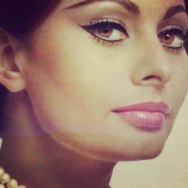 Sophia Loren #inspiration # makeup #70s #eyeliner #italian ...