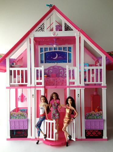 Welcome to barbie california dream house momoko by michy for California dream house