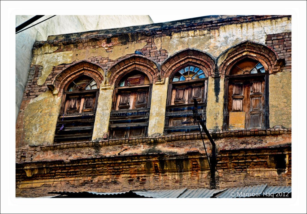 Diminishing architecture of lahore at anarkali bazar flickr for Bano bazar anarkali lahore
