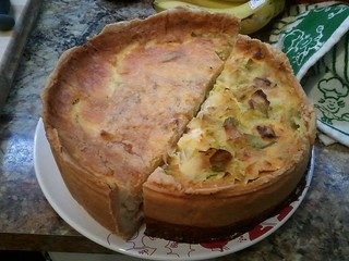 1/2 quiche Lorraine, 1/2 leeks and blue cheese quiche | by chispita_666