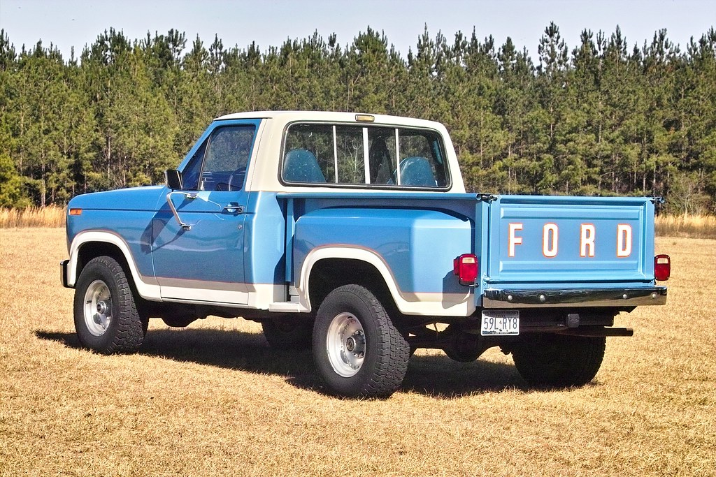 1983 F 150 Blue White 09y 1983 Ford F150 Flareside 4x4