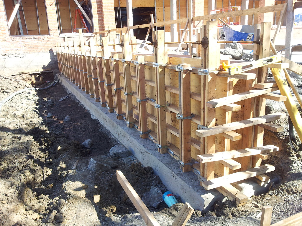 Concrete retaining wall forms all access 510 701 4400 for Concrete log forms