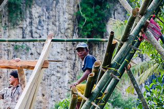 Men building a Toraja house - bamboo scaffolding | by Jerome Nicolas
