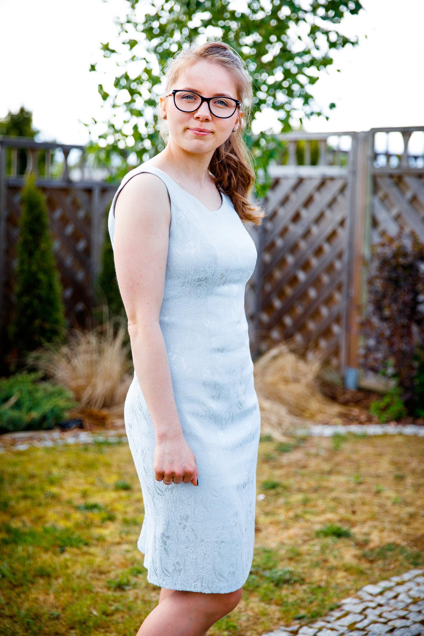 sukienka z żakardu 116 Burda 9/2015
