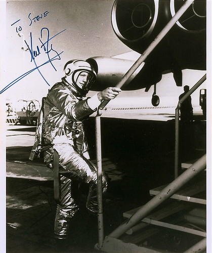 pilot of neil armstrong rocket - photo #6