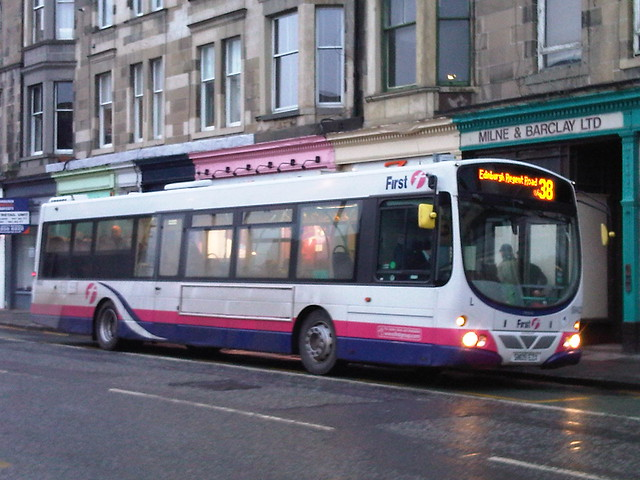 First edinburgh larbert volvo 69403 sn09ezx on route 38 for 13 regent terrace edinburgh
