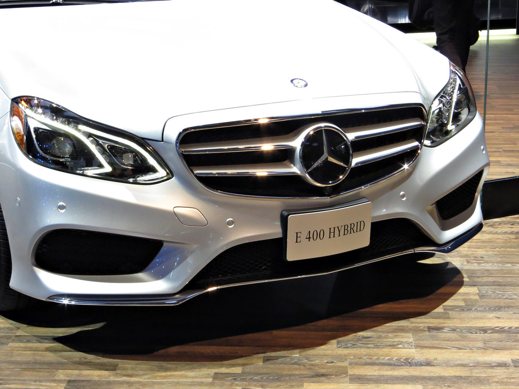 Mercedes benz e400 hybrid 2013 naias front end of the for Mercedes benz e400 hybrid