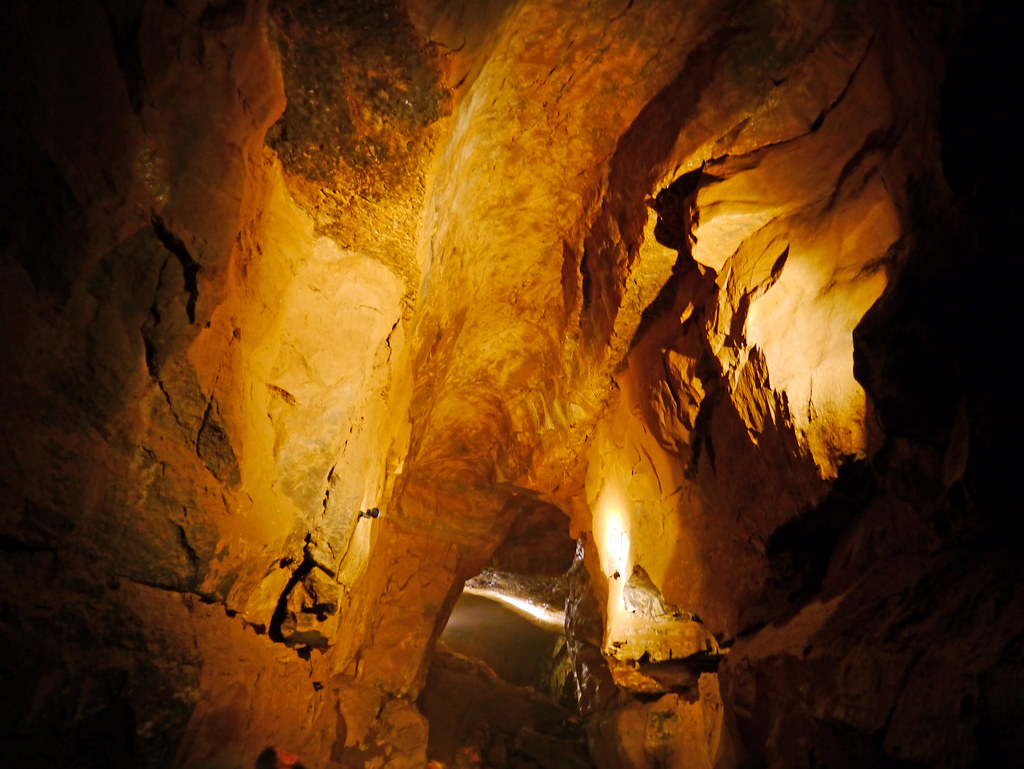 Man Caves Ireland : Aillwee cave co clare ireland tthe highway the most