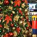 Vancouver International Airport 出発ロビーのクリスマスツリー