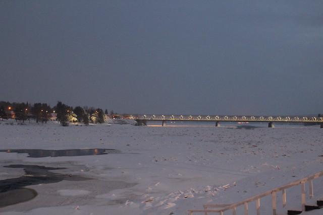 Puente de Rovaniemi en Diciembre