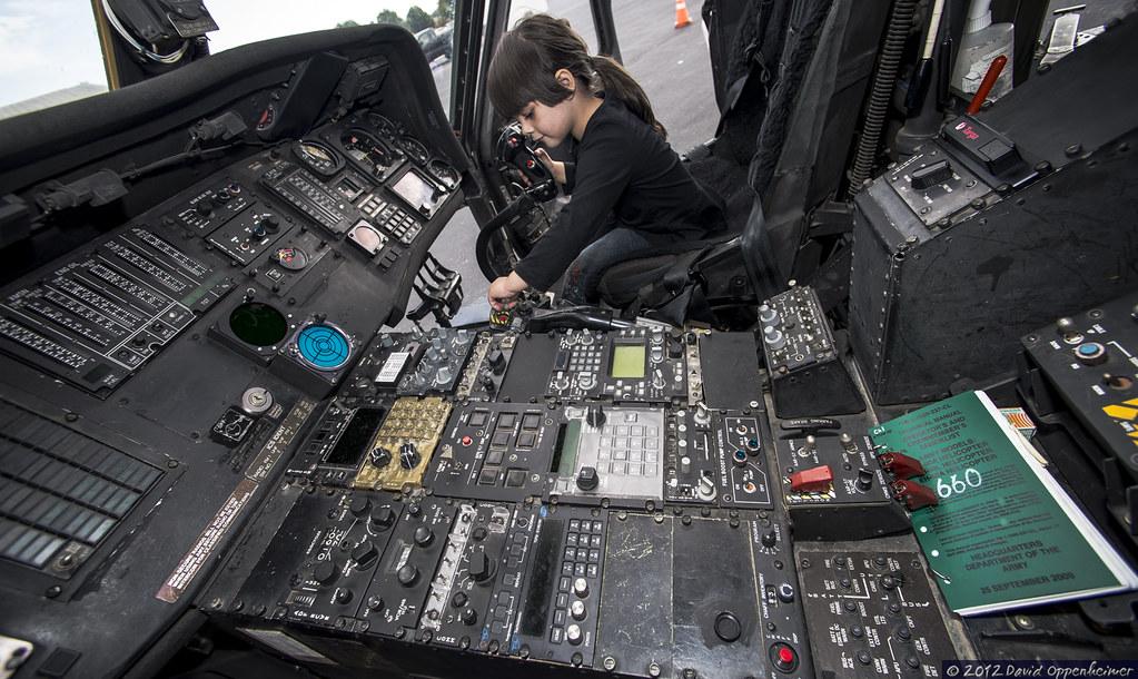 Cockpit of sikorsky uh 60 black hawk helicopter instrument for Schreibtisch 1 60 m