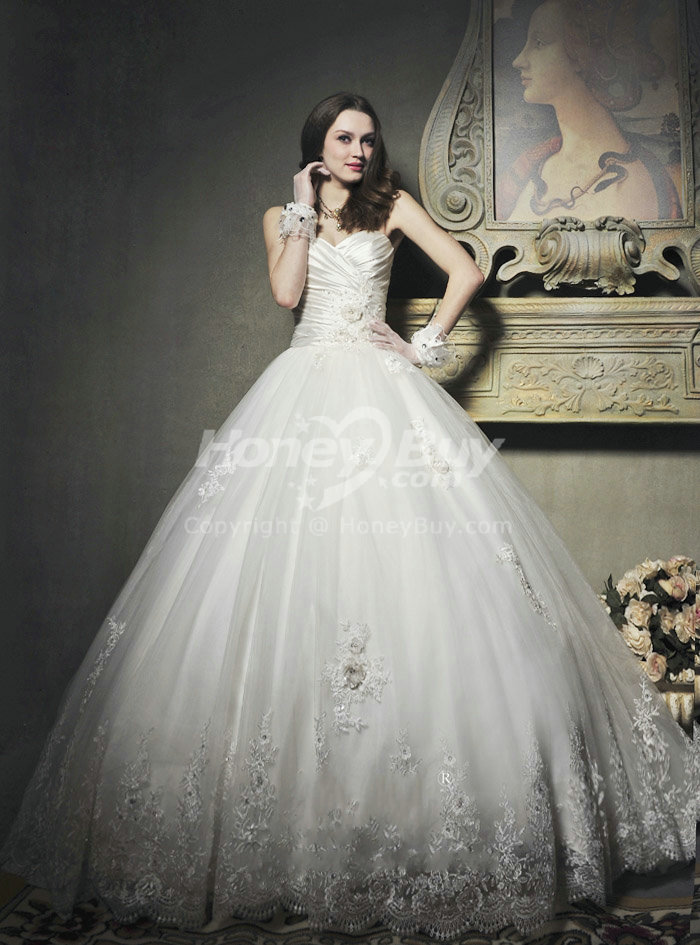 Sweetheart Ball Gown Chapel Train Wedding Dress Appliques