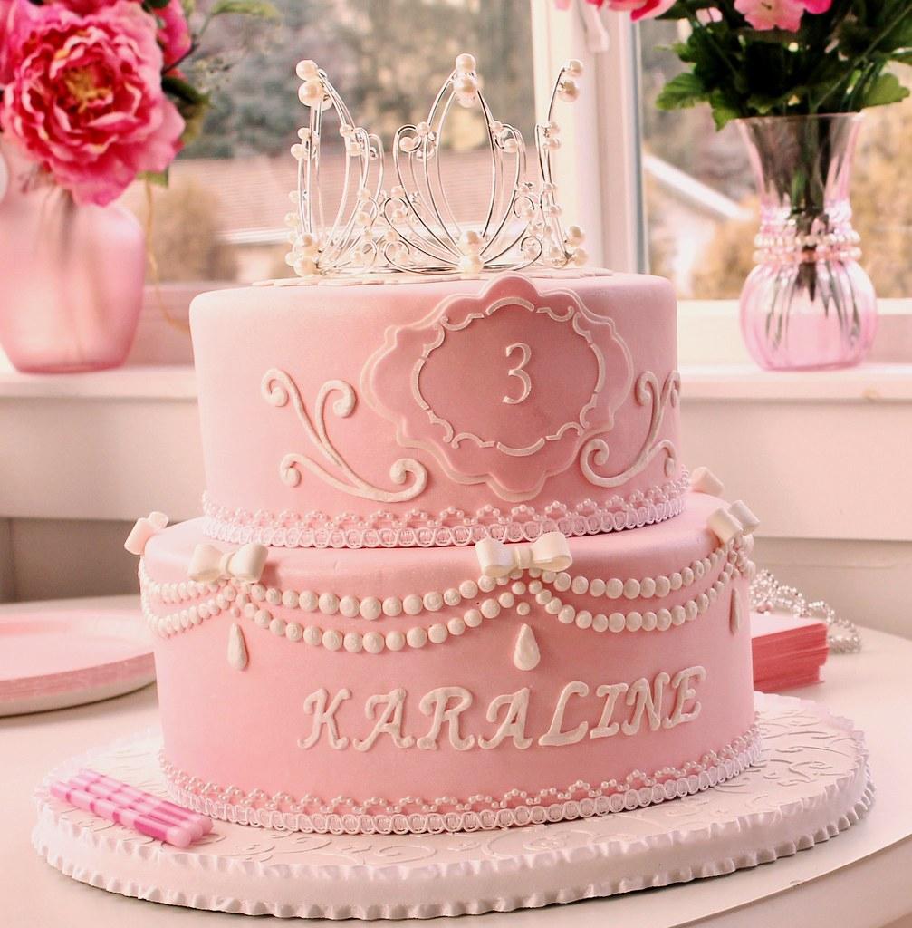 An Pretty Princess Cake For A