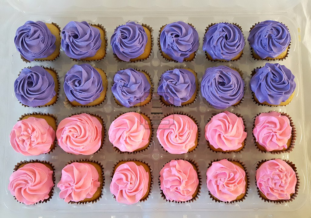 Pink And Purple Baby Shower Cake And Cupcakes Pink And Pur Flickr