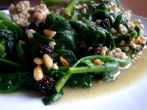 Spinach catalan-style | [EN] Sauté onion. Add to pan spinach ...