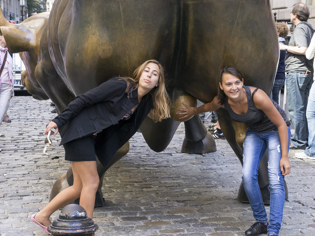 wall street bull bowling green bull these ladies were