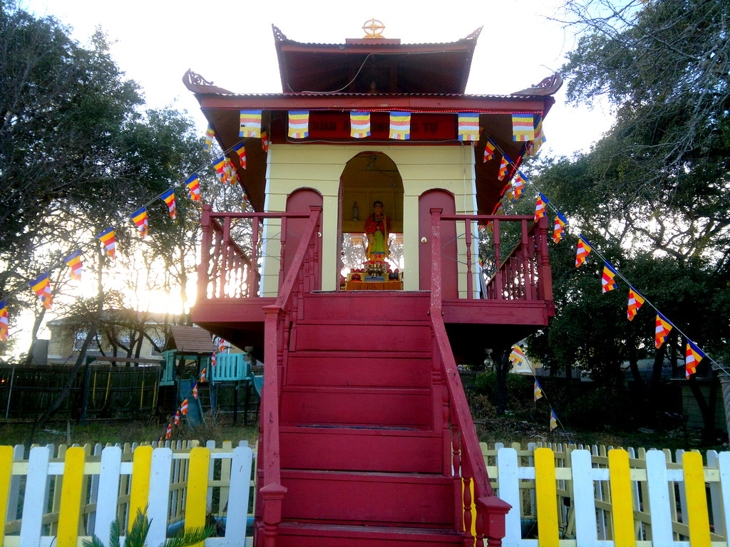 buddhist singles in san antonio Transplant's guide to san antonio: religious groups and organizations first of all, we would like to congratulate you on moving to san antonio this city is incredibly diverse and unique.