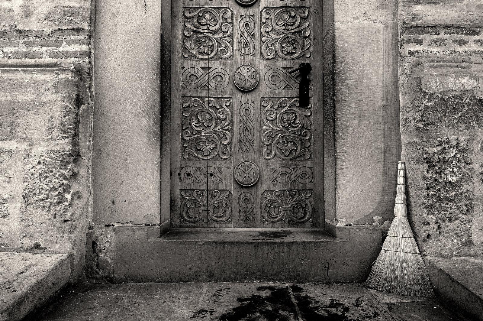 entrance | by valentin dontov