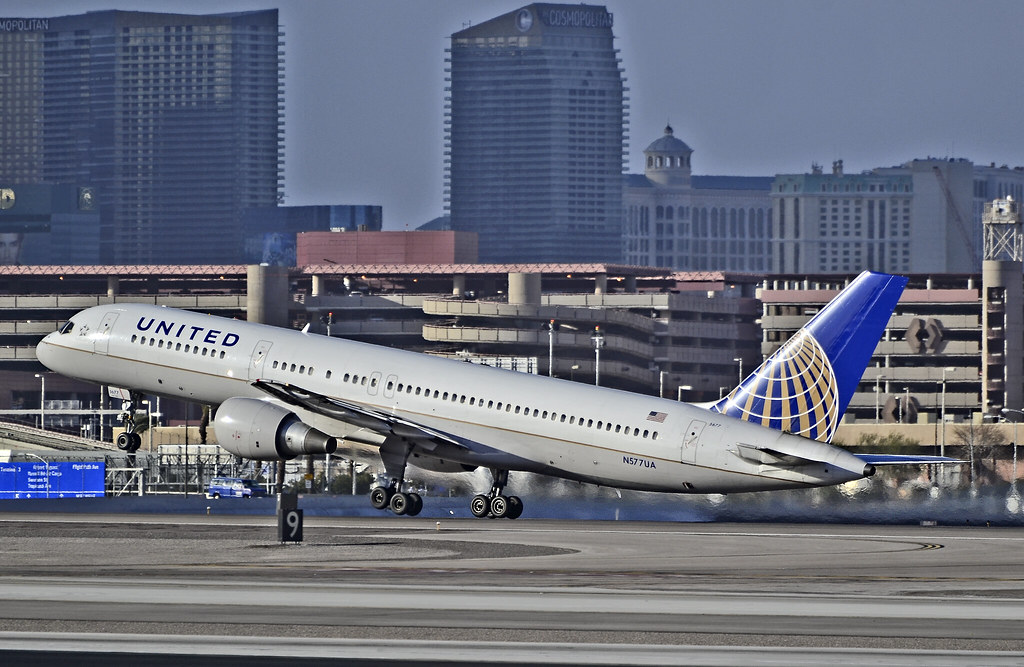 N577UA United Airlines 1993 Boeing 757-222 C/N 26693 | Flickr