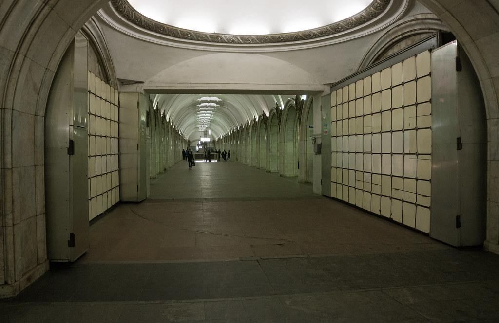 ... Blast doors in Moscow Metro | by Carl Gabrielsson & Blast doors in Moscow Metro | Paveletskaya station in Moscow\u2026 | Flickr
