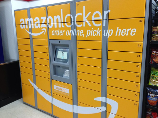 Amazon Locker at 7-11
