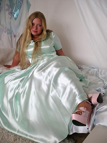 Satin And Heels  She Is Emerged In An Ocean Of Soft Satin -5755