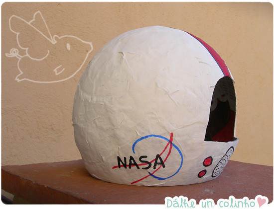 Casco de astronauta de papel mache dalheuncolinho - Como hacer un photocall casero ...