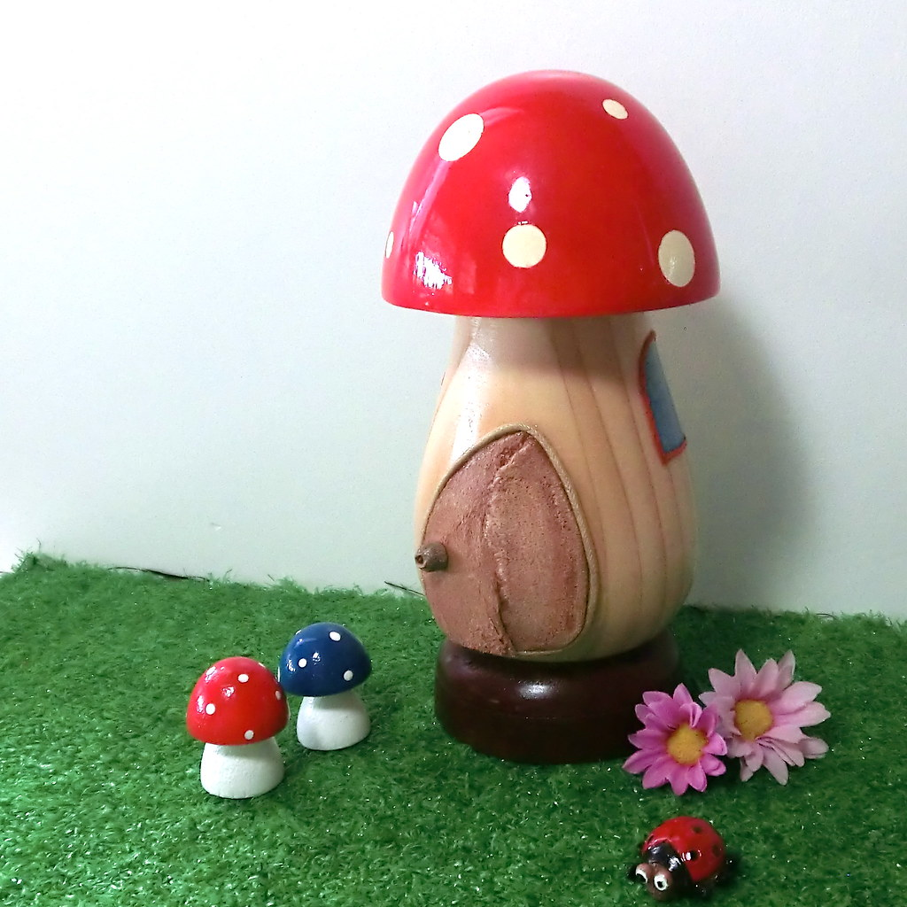 ... Wooden Mushroom / Toadstool House For Garden Gnome Or Fairy With Two  Mini Mushrooms   A