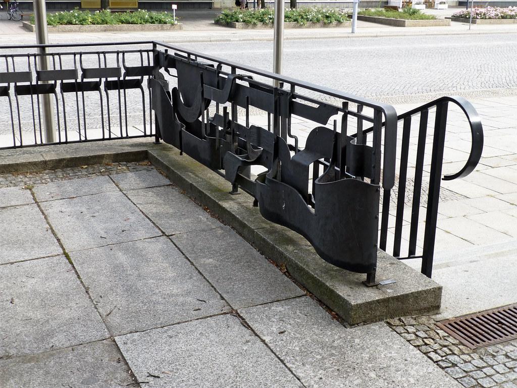 geländer/terrassenbegrenzung, peter pechmann. | kunst am bau / ddr