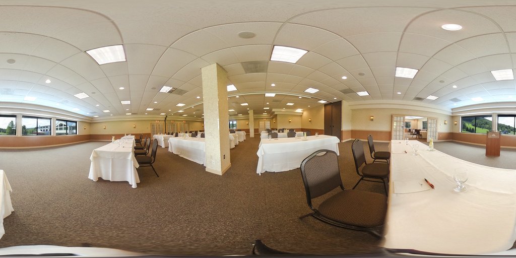 Image: 360-degree image of the Eastwind Room in the Alpine Lodge