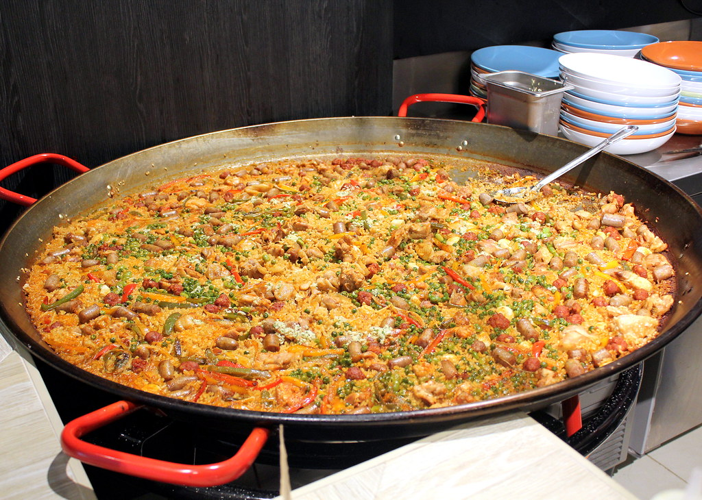 mercado-spanish-food-market-mixed-meat-paella