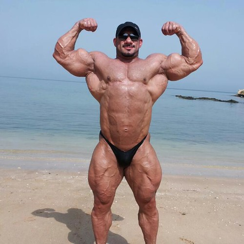 Muscle-Daddy-at-the-Beach | musclefreak11 | Flickr