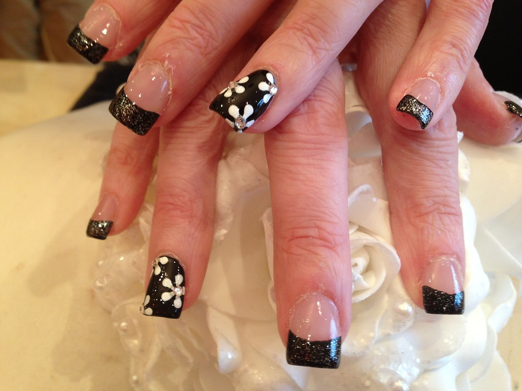 Full Set Of Acrylic Nails With Freehand Flower Nail Art Wi Flickr