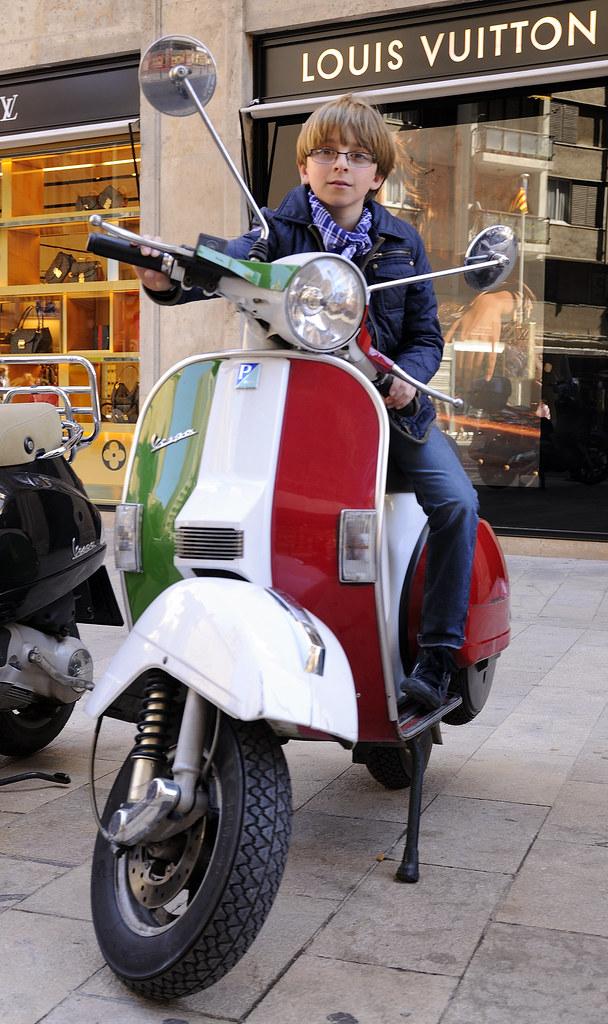 Vespa l 39 italia super flipante vespa con los colores de for Vespa com italia
